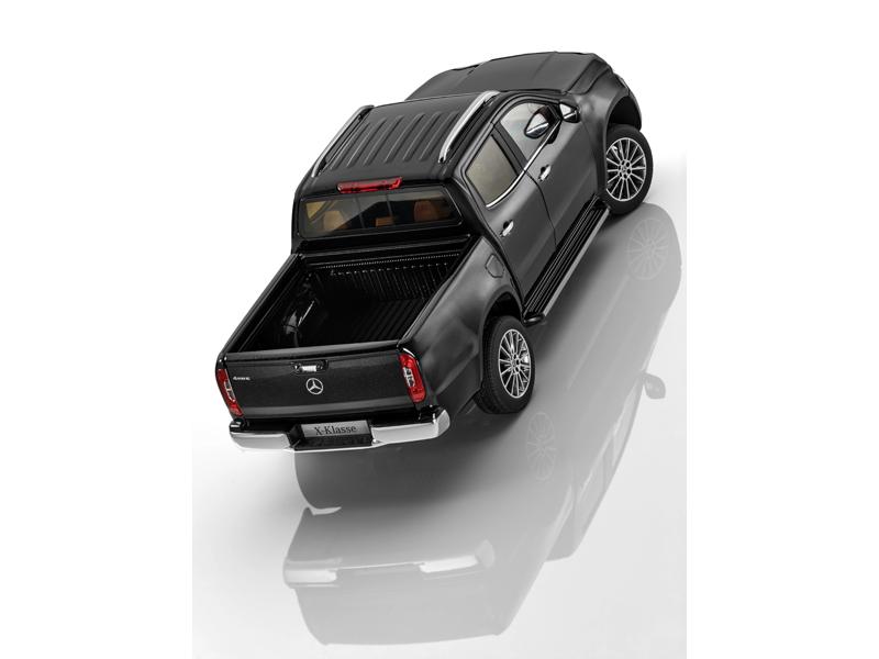 Модель X-Класс черный кабара, Norev, 1:18
