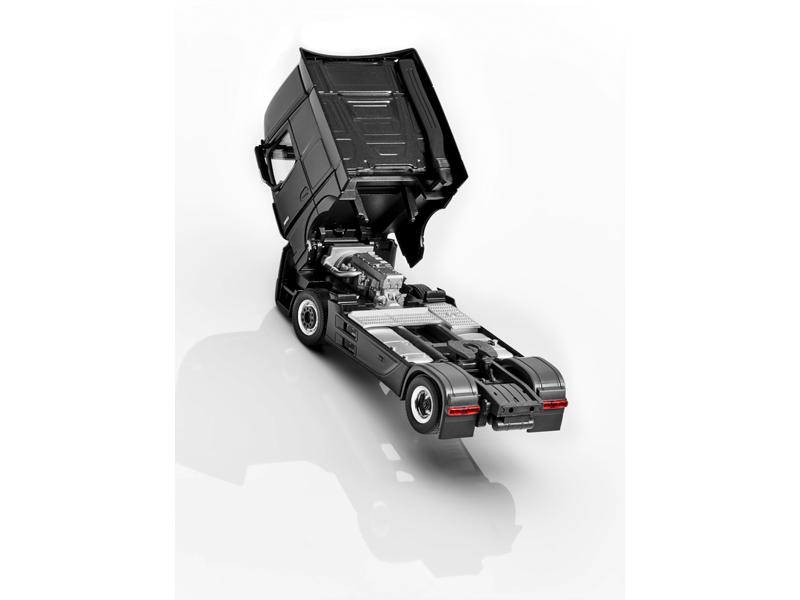 Модель Actros, FH25 GigaSpace, Седельный тягач «Черный обсидиан», Herpa, 1:87