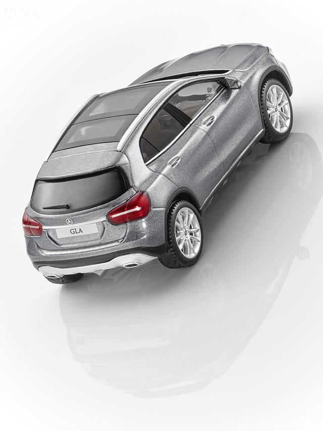 Модель автомобиля Mercedes GLA, Mountain Grey, Scale 1:43